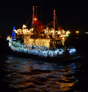 trawler santa lighted yacht parade
